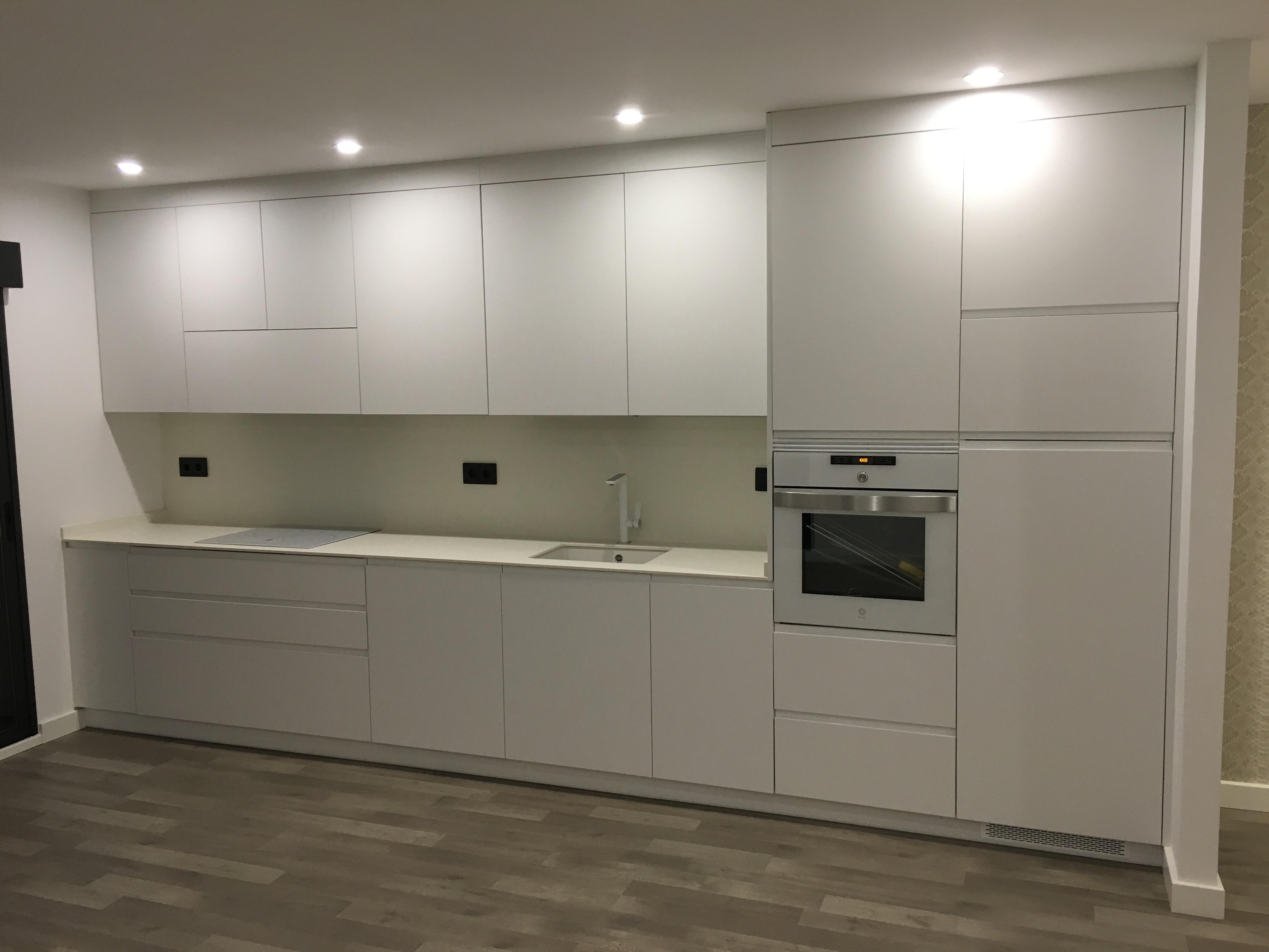 Muebles blanco mate 20170907082044 - Cocinas con electrodomesticos blancos ...